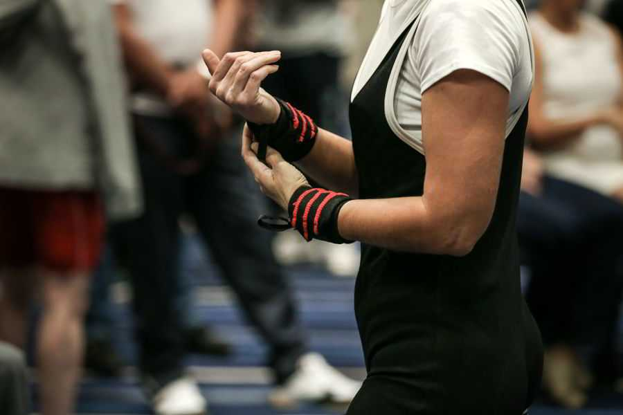 Wrist Wraps women hands powerlifter