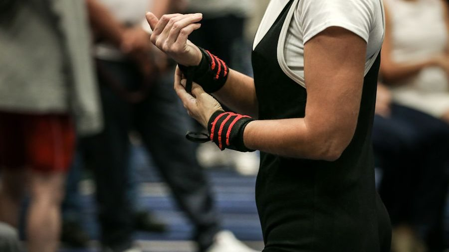 wrist wraps on women hands